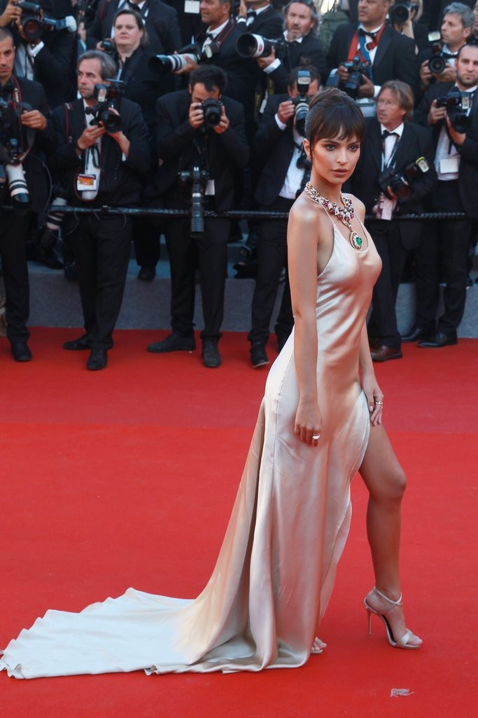 Emily-Ratajkowski-Cannes-Film-Festival-2017