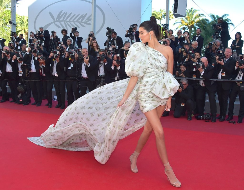 Kendall-Jenner-Giambattista-Valli-Dress-Cannes-2017
